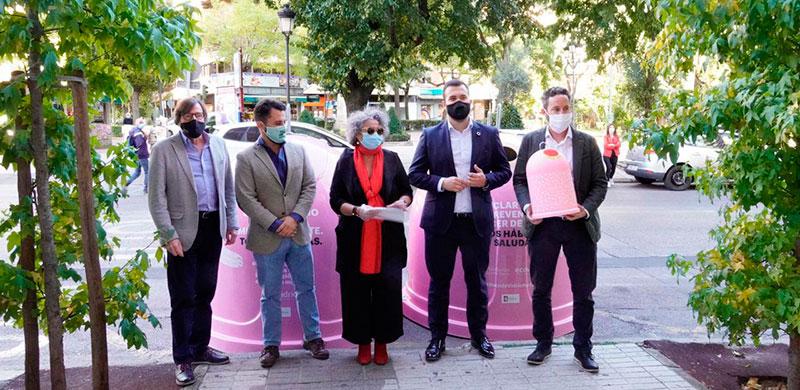Presentación de los iglús de la campaña solidaria de Ecovidrio y el Ayuntamiento de Cáceres. Foto: Cedida