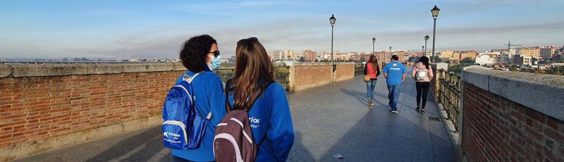 Paseo por el Puente de Palmas de Badajoz. Foto: Cedida