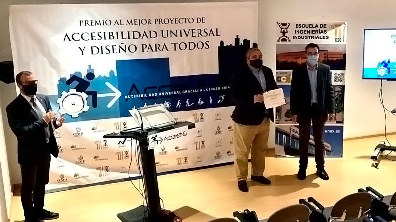 Entrega de la mención especial a FabLab Badajoz. Foto: Cedida