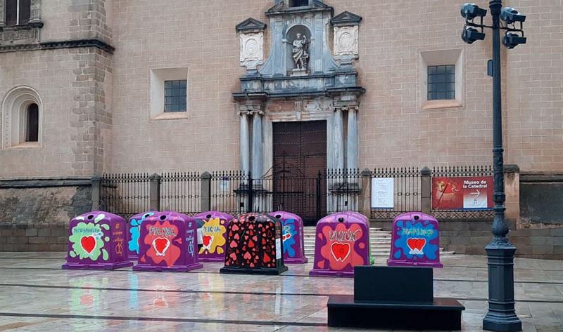 Contenedores instalados en la Plaza de España de Badajoz. Foto: Cedida