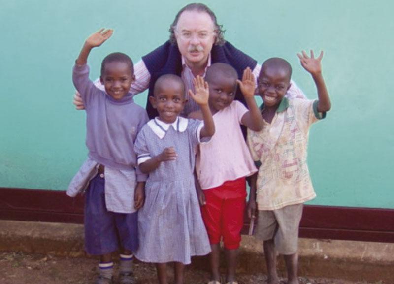 Con los futuros 'MIR' de Kenia. Foto: Cedida