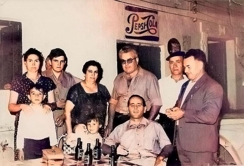 Bar La Parada, de Puebla de la Reina. Década de 1960. Archivo de Matías Macías