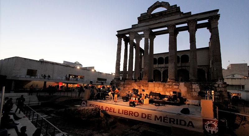 Actividades de la Feria del Libro en el Templo de Diana. Foto: Cedida