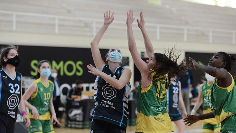 Partido entre Civitas Pacensis Baloncesto Badajoz y Clínicas Dental Parque del Príncipe Al-Qázeres ADC. Foto: Cedida