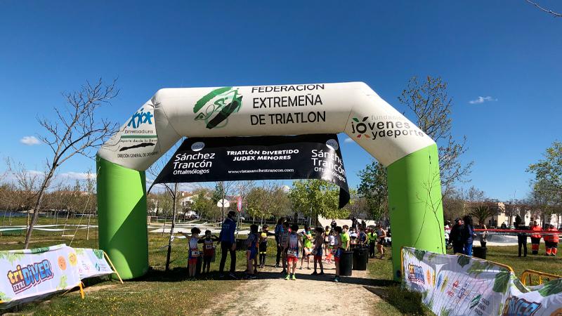 Inicio del 'Triatlón divertido' de Casar de Cáceres. Foto: Cedida