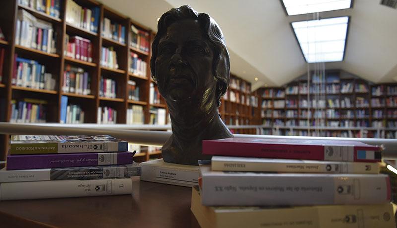 La biblioteca de la Asamblea se suma a la conmemoración del Día de la Mujer. Foto: Asamblea de Extremadura