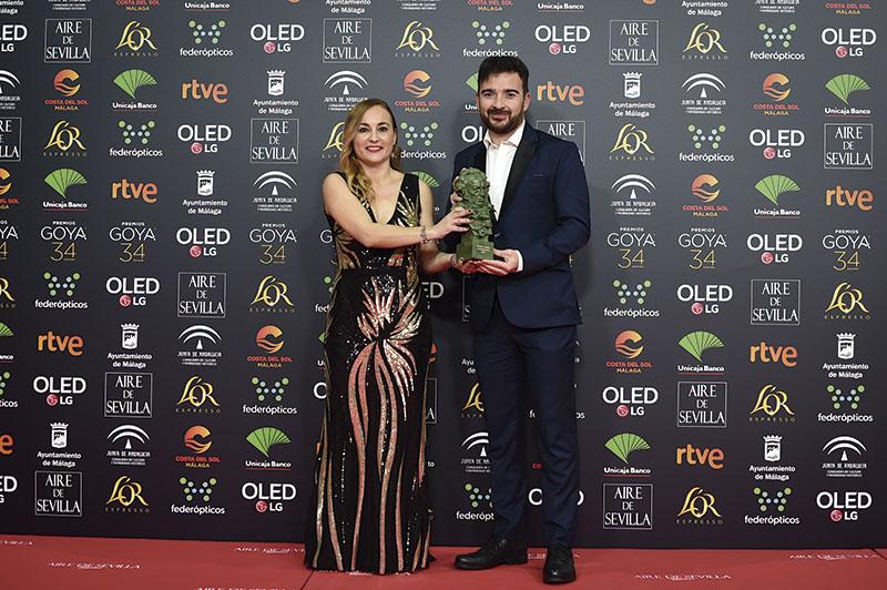 Silvia Venegas y Juan Antonio Moreno, con el Goya por 'Nuestra vida como niños refugiados en Europa'. Foto: Ana Belén Fernández. Cortesía de la Academia de Cine