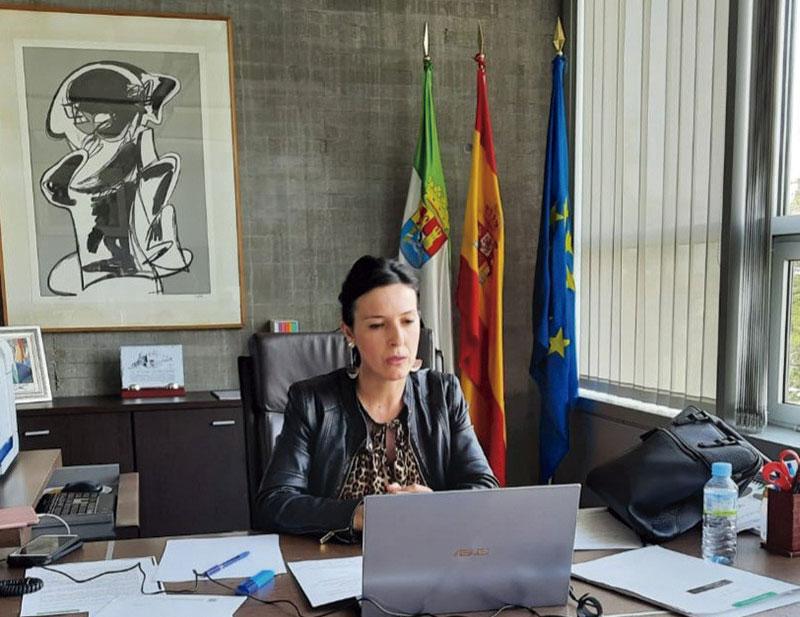 La consejera Esther Gutiérrez participa en el webinario '#EmpresaEsEmpleo', Foto: Junta de Extremadura