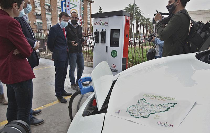La red de electrolineras de la provincia estará prestando servicio este verano. Foto: Diputación de Badajoz