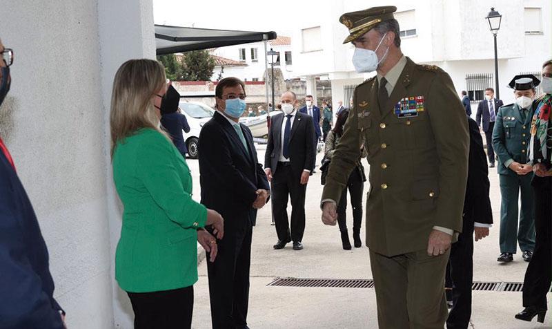 El rey Felipe VI visita el acuartelamiento de la Guardia Civil en Valencia de Alcántara. Foto: Cedida