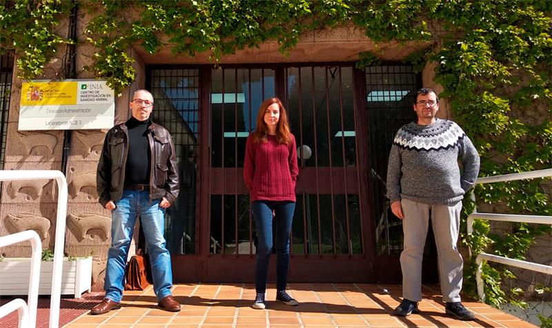 Equipo del Centro de Investigación en Sanidad Animal: Miguel Ángel Clavero, Pilar Sepúlveda y Francisco Llorente. Foto: Cedida