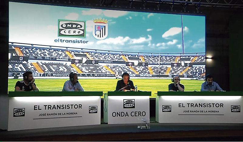 Emisión en directo desde Badajoz del programa 'El transistor' de Onda Cero, en mayo de 2021