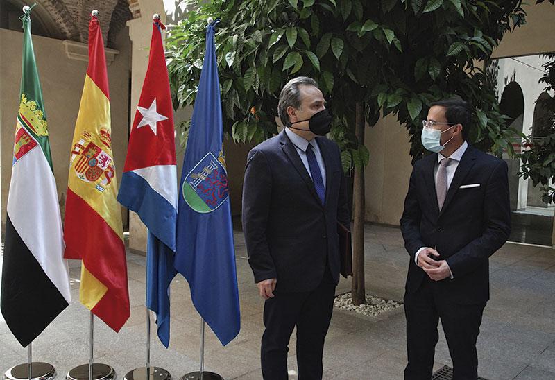 El embajador de Cuba visita la Diputación de Badajoz. Foto: Diputación de Badajoz