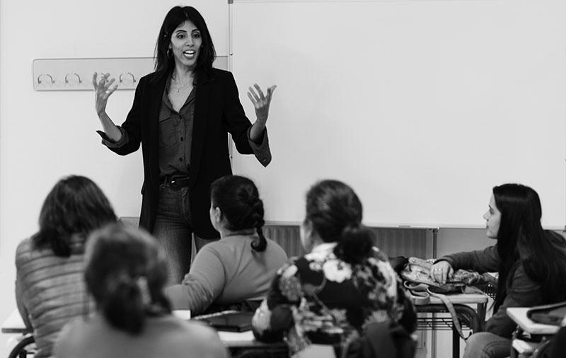Ainhoa Rodríguez con las bravías del Laboratorio de Cine, Mujer, y Miradas no Normativas: El viaje hacia la película. Foto: Fernando López
