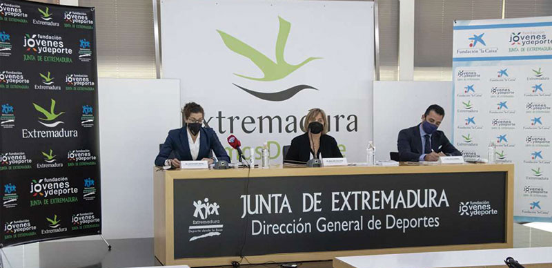 Firma del convenio marco entre la Fundación Jóvenes y Deporte, La Caixa y CaixaBank. Foto: Cedida