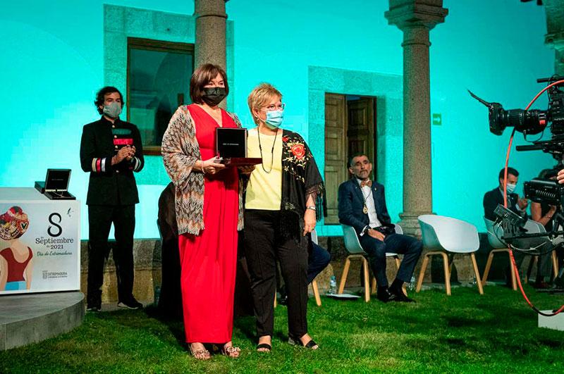Medalla de Extremadura para Josefa Gómez Sánchez. Foto: Junta de Extremadura