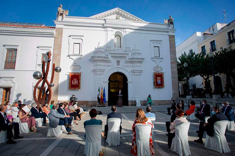 Acto institucional en la Asamblea de Extremadura. Foto: Junta de Extremadura