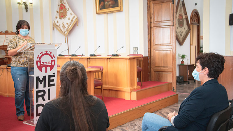Lectura del manifiesto de la Asociación de personas sordas de Mérida. Foto: Ayuntamiento de Mérida