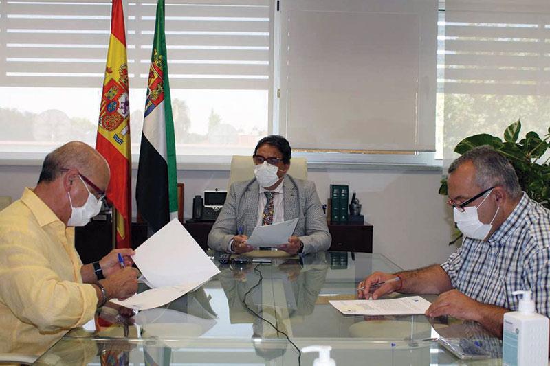 La Junta de Extremadura y Futuex renuevan su convenio de colaboración. Foto: Junta de Extremadura